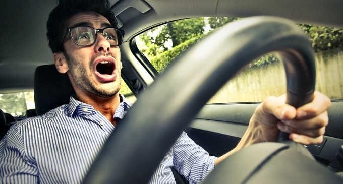 Amaxofobia-che-cosè-e-come-superare-la-paura-di-guidare-3-680x365